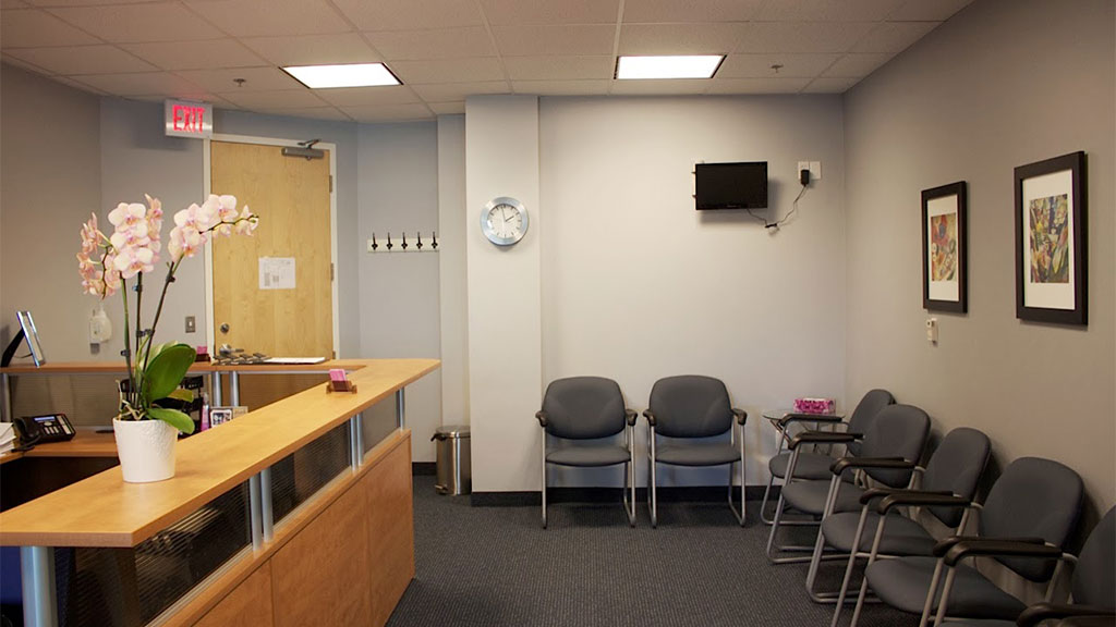 office-brampton-womens-clinic-abortion-ontario-3-reception-room